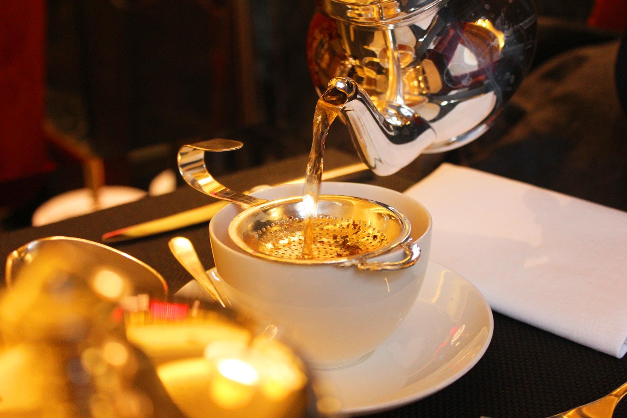 خدمة نسائية شاي وقهوه